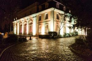 Die La Redoute in Bonn Bad Godesberg in stilvoller Eleganz an Abend.