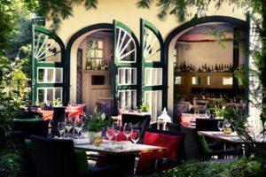 """Das Restaurant und die Weinbar """"Redüttchen"""" liegt in Bonn Bad Godesberg direkt am La Redoute und ist bekannt für seine gute Küche!"""