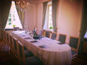 Sie Planen eine Tagung oder eine Konferenz im kleinen Kreise, dafür eignet sich der Blauer Salon der La Redoute hervorragend.
