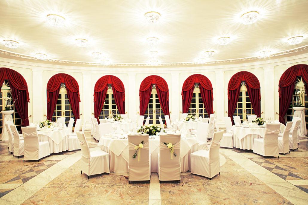 Feiern Sie am Abend Ihre Hochzeit im Gartensaal der La Redoute in Bonn Bad Godesberg.
