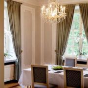 Wir stellen Ihnen den Blauen Salon der la Redoute vor. Der Blauer Salon eignet sich hervorragend für Tagungen und Konferenzen.