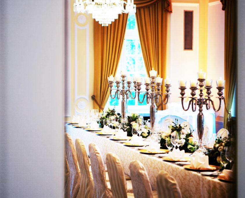 Im Erdgeschoss der La Redoute befindet sich der gelbe Salon und grenzt unmittelbar an den Beethovensaal.