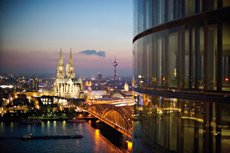 In KölnSky können Sie Hochzeiten über den Dächern von Köln feiern, in einem stilvollen Ambiente.