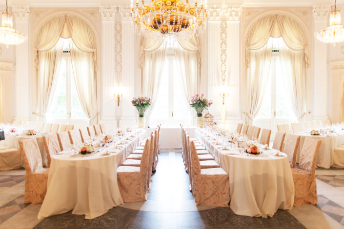 Der Kurfürstlicher Beethovensaal in der La Redoute Bonn Bad Godesberg, ist perfekt geeignet für zum Beispiel Hochzeiten oder auch Tagungen.