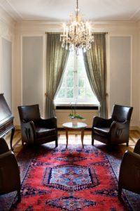 Sie suchen für Ihre Gespräche in kleiner Runde einen Salon, dann ist der Blauer Salon die richtige Wahl für Sie.