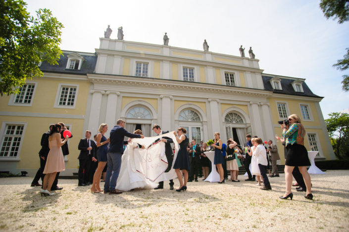 Feiern Sie Ihre Hochzeit auch draußen im Park von der La Redoute on Bonn Bad Godesberg.