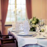 Sie planen eine Tagung oder Konferenz im kleinen Kreis, dann eignet sich der Rosa Salon hervorragend für Sie.