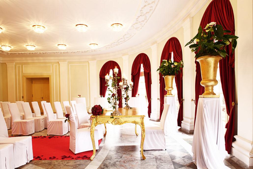 Der großzügige, offen gehaltene Gartensaal bietet für Hochzeiten, Empfänge, Dinner und Galas den perfekten runden Rahmen.