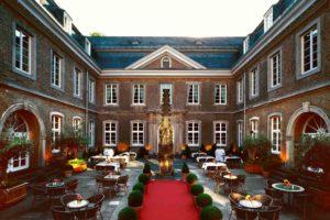 Die Wolkenburg in Köln ist ein anderes Haus von der La Redoute in Bonn Bad Godesberg.