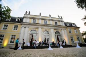 Feiern Sie zusammen mit Ihrer Familie auf der Garten-Terrasse vom Beethovensaal in der La Redoute.