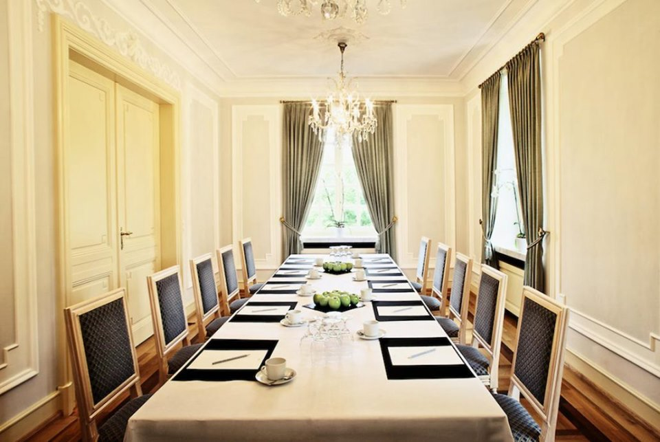 Ihre Tagung im Blauen Salon der Eventlocation La Redoute!