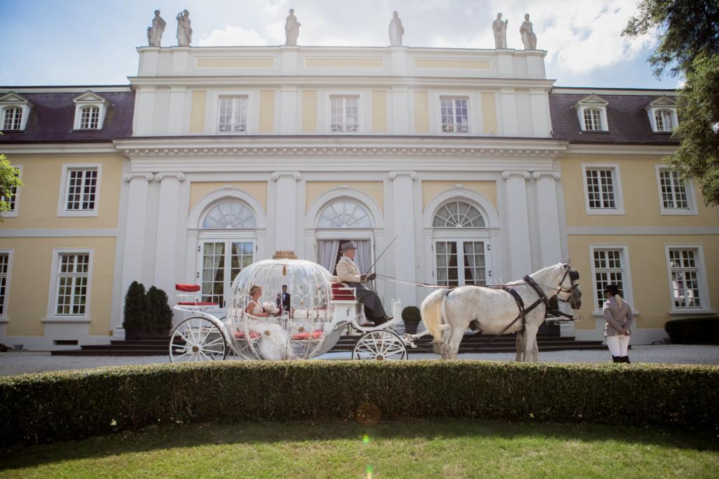 Kutsche vor der Eventlocation La Redoute in Bonn.